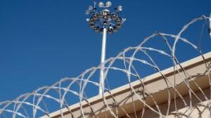 Gevangenis-prikkeldraad